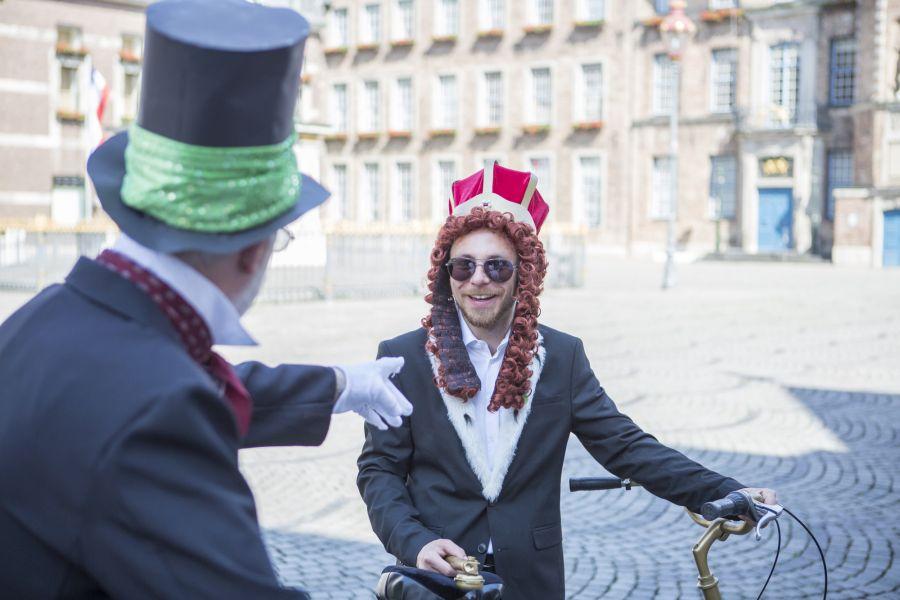 Radkönig vor dem Rathaus Düsseldorf
