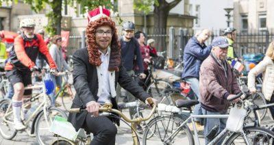 Der Radkönig mit den Grünen bei der Sternfahrt Düsseldorf